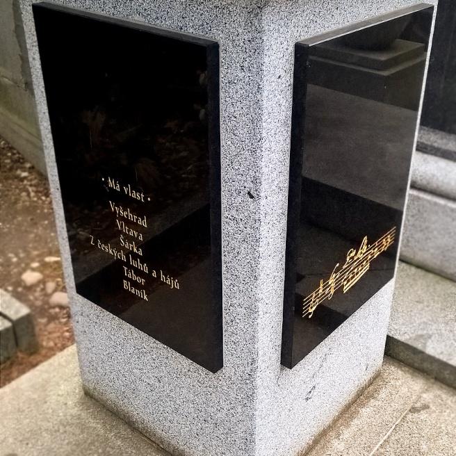 Vyšehrad-cemetery-praga-smetana0.jpg