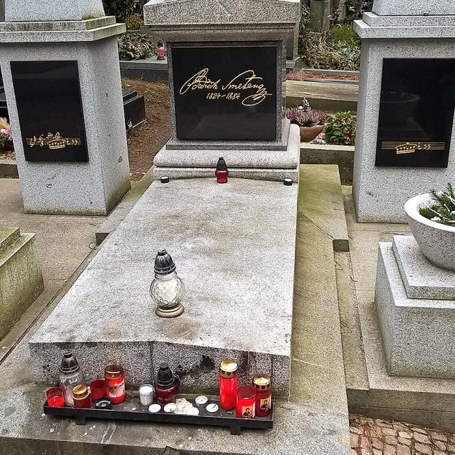 Vyšehrad-cemetery-praga-smetana2.jpg