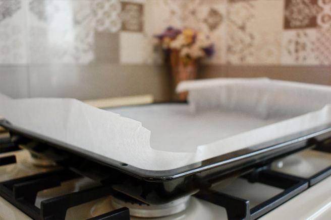Tava de la cuptor tapetata cu hartie de copt pentru desert reteta