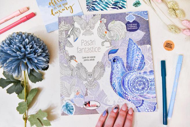 carte de colorat pentru adulti cu pasari fantastice de la libris